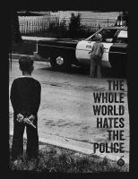 The Whole World Hates The Police – tailliertes Shirt